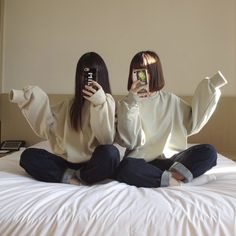 Discover recipes, home ideas, style inspiration and other ideas to try. Korean Girl Photo, Korean Girl Fashion, Cute Korean Girl, Foto Best Friend, Best Friend Photos, Bff Girls, Korean Best Friends, Best Friends Aesthetic, Girl Friendship