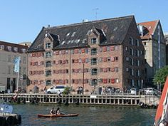 Suhr's Pakhus, was built in 1805 by Ole Berendt Suhr on Nyhavn