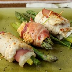 Chicken with Camembert cheese, asparagus and Prosciutto.[recipe in English, scroll down]