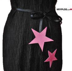 Cintura stelle    MATERIALE: pelle rosa, nera  DESCRIZIONE: cintura regolabile e utilizzabile per impreziosire abiti, magliette, giacche e cappotti.   CUCITA INTERAMENTE A MANO  ♥WWW.KRYPLOS.COM♥