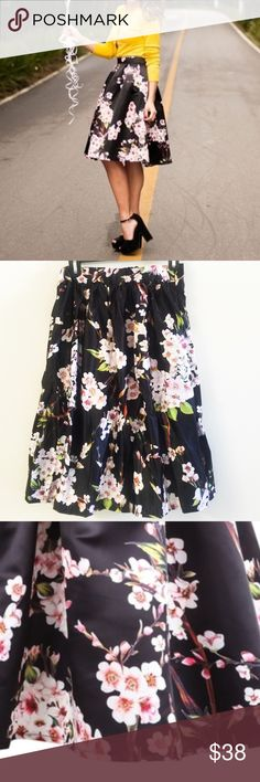 "Floral skirt One size. Fitting from S to L. Elastic band and side zip. Length: 21-22"" waist in normal condition:  26-28"" can be stretched to 34"" Skirts Midi"