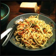 Spaghetti met amandelpesto en tomaat