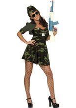 Sexy Soldatin Damenkostüm grün aus unserer Kategorie Sexy Damenkostüme. Beim Anblick dieser heißen Soldatin vergisst man(n) schon mal das Gefecht - und kämpft lieber um ein Date mit ihr! Ein aufregendes Damenkostüm für selbstbewusste Ladies!