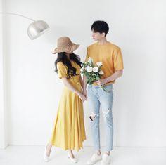 Official Korean Fashion : Korean Couple Look Matching Couple Outfits, Matching Couples, Cute Couples, Korean Fashion Trends, Trendy Fashion, Prenup Outfit, Korean Couple Photoshoot, Fashion Couple, Wedding Photography Poses