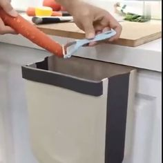 It's easy to keep your kitchen clean and tidy with this essential kitchen gadget.Folding Waste bin with wall mounted design is a ♥ Cool Kitchen Gadgets, Home Gadgets, Kitchen Hacks, Cool Kitchens, Bedroom Gadgets, Office Gadgets, Spy Gadgets, Travel Gadgets, Electronics Gadgets