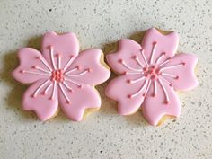 Watch this cookie tutorial to learn how to make a decorated sakura or cherry blossom cookie step-by-step! Sunflower Cookies, Flower Sugar Cookies, Butter Sugar Cookies, Blossom Cookies, Cotton Candy Cookies, Iced Cookies, Royal Icing Cookies, Cupcake Cookies, New Years Cookies