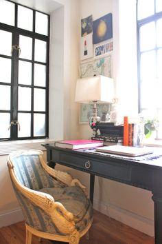 Perfect desk set-up.