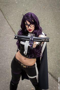 Character: Huntress (Helena Bertinelli) / From: DC Comics 'Birds of Prey' / Cosplayer: Fae La Blanche Cosplay