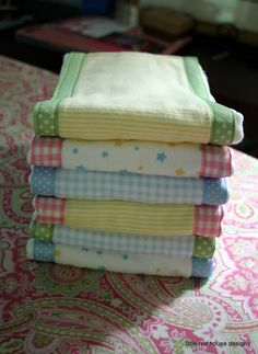 Sewing Baby DIY BURP CLOTHS- tutorial- also a great baby shower gift.big hit at showers! Baby Sewing Projects, Sewing For Kids, Sewing Hacks, Sewing Tutorials, Sewing Patterns, Sewing Tips, Sewing Ideas, Burp Cloth Patterns, Tutorial Sewing