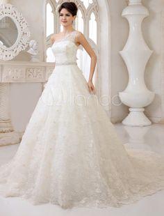 Vestido de noiva linha-A em renda um ombro sò com detalhe de pedras na cimtura
