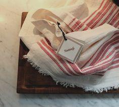 Tea towel Samuji Koti / Keittiöpyyhe Samuji Koti Textile Design, Tea Towels, Napkins, Textiles, Tableware, Dish Towels, Dinnerware, Towels, Dinner Napkins