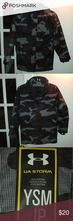 Under Armour boys coat Good condition. Youth small. Open to offers😁 Under Armour Jackets & Coats Puffers