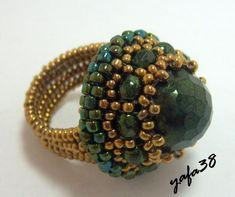 ** Bead Woven Ring With Center Stone Diy Earrings Dangle, Diy Earrings Easy, Diy Ombre, Bead Loom Bracelets, Diy Rings, Bead Jewellery, Beaded Rings, Schmuck Design, Beads And Wire