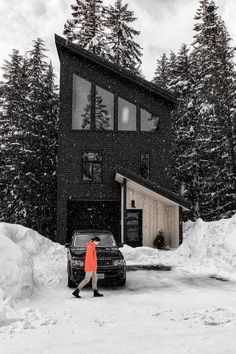Villa Design, Design Hotel, Chalet Design, Tiny Log Cabins, Cabins And Cottages, Black House Exterior, Small Modern House Exterior, Log Cabin Exterior, Bungalow Exterior