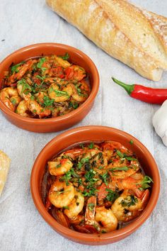Gambas pil pil Recipe - Recipe for spanish prawns with garlic and chili Tapas Dishes, Fish Dishes, Pil Pil Recipe, Gambas Pil Pil, Pub Food, Tapas Food, Tapas Recipes, Spring Recipes, Prawn