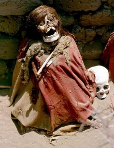 The Grinning Skeletons of Peru's 1000-Year-Old Nazca Cemetery - aiding to the preservation of the skeletons is their preparation. They were embalmed in a layer of resin, dressed in embroidered cotton and buried in a vault made of mud bricks. The resin is believed to have helped keep insects at bay and limited the speed of bacterial decay. Image: Colegota