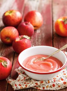 Make this easy applesauce recipe in your RICARDO electric pressure cooker or Instant Pot. Apple Recipes, Raw Food Recipes, Sweet Recipes, Ketchup, Microwave Apples, Pressure Cooker Applesauce, Compote Recipe, Ricardo Recipe, Coconut Peanut Butter