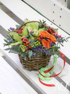 Композиция в корзине из живых цветов – купить или заказать в интернет-магазине на Ярмарке Мастеров | Композиции в корзине из живых цветов. Выполнение…