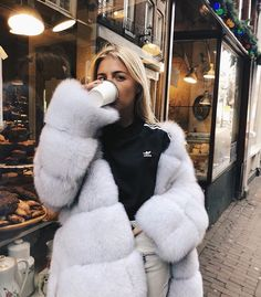 Sippin' latte on a Sunday morning ❤️ White Fur Coat, Fox Fur Coat, Fur Coats, Fur Fashion, Winter Fashion, Street Chic, Street Style, Fabulous Fox, Cute Woman