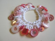 "crochet button bracelets...the little girls will love these. And they'd say, ""my Mommy made it just for me."""