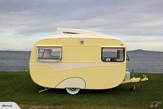 Vintage Caravan – If you're purchasing a caravan then have a look at caravans from exactly the same era that were restored by our readers. Speak to the HCC to see whether any caravans are offered for restoration work. Retro Caravan, Vintage Campers Trailers, Retro Campers, Vintage Caravans, Camper Trailers, Caravan Ideas, Camper Ideas, Trailer Tent, Trailer Decor