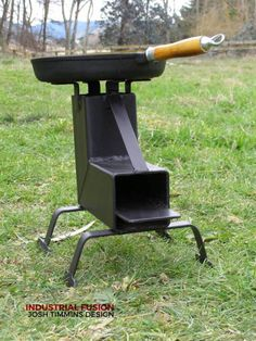 Discover thousands of images about Rocket stove. Wood Gas Stove, Wood Pellet Stoves, Wood Burner, Metal Projects, Welding Projects, Diy Projects, Rocket Heater, Rocket Stoves, Diy Outdoor Kitchen