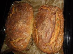 Do velké mísy prosijte kilo hladké mouky, přidejte jemně nastrouhané brambory - asi 2 ( uvařené ve slupce, a oloupané ), 3 kávové lžičky soli a...