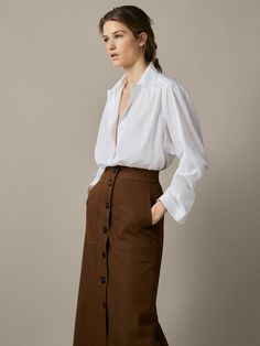 Women's skirts for Spring/Summer 2020 at Massimo Dutti. Find elegant snakeskin, striped or checked skirts in brown, beige or pink. Skirt Outfits, Dress Skirt, Midi Skirt, Classy Outfits, Pretty Outfits, Long Black Pencil Skirt, Vestido Casual, Satin Blouses, Work Attire
