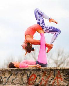 No te pierdas en el Blog de Mukhas el post sobre ACROYOGA- La perfecta fusión entre yoga, acrobacias, desafío e interconexión.  #acroyoga #yoga #acrobacia