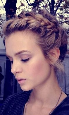 24 Short Wedding Hairstyle Ideas So Good YouAnd#8217;d Want To Cut Your Hair ❤ See more: www.weddingforwar... #wedding #bride