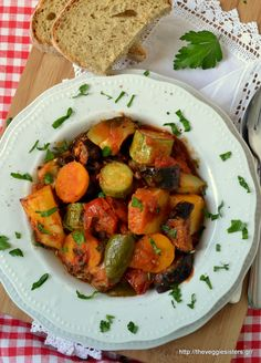 Briam: the ultimate greek summer dish! Summer veggies baked in a thick tomato sauce! Greek Recipes, Veggie Recipes, Vegetarian Recipes, Healthy Recipes, Healthy Soups, Veggie Food, Healthy Food, Vegan Greek, Summer Dishes