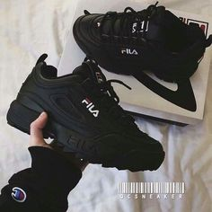 Sneakers shoe fever is still a trend among young people. Updated, there were a FILA brand sneakers that were hit and used a lot. Sneakers Fashion, Fashion Shoes, Girl Fashion, Ootd Fashion, Shoe Boots, Shoes Heels, Sock Shoes, Lit Shoes, Hype Shoes