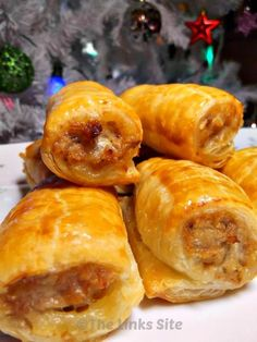 I love these yummy homemade sausage rolls! These are wonderful for festive parties! #recipe