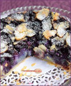 Une seule chose à dire. Ww Desserts, Dessert Recipes, Fruit Cake Design, Chocolate Fruit Cake, Tartelette, Homemade Cake Recipes, Breakfast Dessert, Food And Drink, Biscuits
