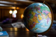 desk globe on table photo – Free Globe Image on Unsplash Managua, Tectonique Des Plaques, Desk Globe, 3d Globe, Les Continents, Sharing Economy, Nevada City, Photography Competitions, Geography