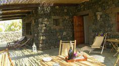 Colazione, pranzo, aperitivo, cena... tutto all'aperto nel caldo sole di #pantelleria - Dammuso Anforetta