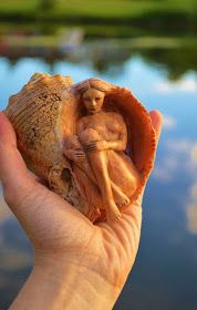 Morgenlicht: Debra Bernier - things I would love to do - Kunst Art Sculpture En Bois, Driftwood Sculpture, Water Sculpture, Wood Carving Art, Wood Art, Fantasy Kunst, Fantasy Art, Shell Art, Mermaid Art