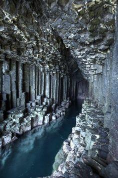 Fingals洞窟、スコットランド                                                                                                                                                                                 もっと見る