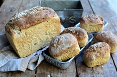 "Gold Hill and ""Hovis"" Granary Bread Loaf - an iconic advertisement,the one with a catchy tune by Dvořák, and today's recipe is for that very loaf of bread! Bread Tin, Pan Bread, Bread Baking, A Food, Food And Drink, Recipe Today, Today's Recipe, Seasonal Food, Artisan Bread"