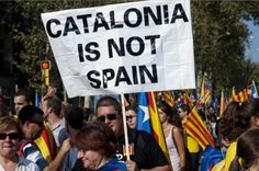 Catalogna, una catena umana verso l'indipendenza - Toscana News. Si scrive #Catalogna, si legge #indipendenza. Mai come adesso, gli animi e gli entusiasmi del popolo catalano si stanno sempre più concretizzando nell'obiettivo comune del definitivo allontanamento da Madrid. Giorno dopo giorno, si stanno intensificando le azioni a favore di una consultazione popolare sull'indipendenza che la Spagna continua a voler negare, soprattutto per paura di perdere. #ViaCatalana