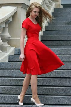 34 Awesome Red Dress Ideas For Valentine's Day Dinner - The woman dressed in red. I don't have the foggiest idea why however there is only something about a lady in a red dress that shouts unadulterated bea. Trendy Dresses, Nice Dresses, Casual Dresses, Short Dresses, Formal Dresses, Red Dress Casual, Dresses Dresses, Casual Shoes, Evening Outfits