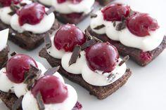מיני בראוניז היער השחור - Mini Black Forrest Brownies [Hebrew]