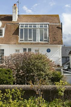 Peter Cushing's house from 1959 until he passed away in on Whitstable seafront Peter Cushing, New England, Outdoor Decor, Coast, Holidays, Home Decor, United Kingdom, Holidays Events, Decoration Home