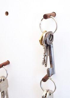 4fold Weißes Schlüsselboard mit Nussbaum Schlüsselhalter