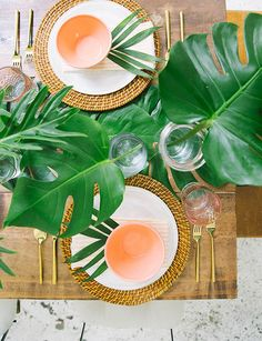 Hosting An Easy Summer Dinner Party - Emily Henderson Dinner Party Decorations, Dinner Party Table, Table Decorations, Dinner Plates, Easy Summer Dinners, Dining Room Table Centerpieces, Flamingo Party, Tropical Party, Luau Party