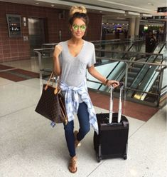 Summer airplane outfits travel style 38