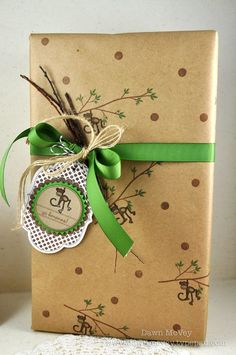 ideas for gift packaging and wrapped presents - craft paper