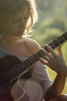 Guitar is one of those instruments that absolutely infuriates you, but once you've done it, you'll start again and keep trying. Sound Of Music, Music Is Life, Music Music, Ukulele, Chillout Zone, Art Ancien, Guitar Girl, Just Girly Things, Photo Tips