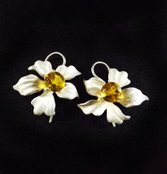 SUMMER FLOWERS, Sterling Silver Earrings, Claws, Round Citrine, White,