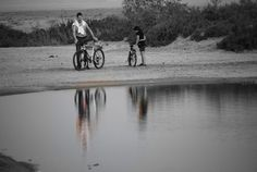 PLAYA DEL CHARCO. ALBUFERA DE LA RAMBLA DE MORALES. En época de mucha lluvia, la barrera puede romperse con lo que la albufera desaparece temporalmente hasta la renovación del cordón con la nueva acumulación de sedimentos. http://almeriapedia.wikanda.es/wiki/Playa_del_Charco_(Almer%C3%ADa)